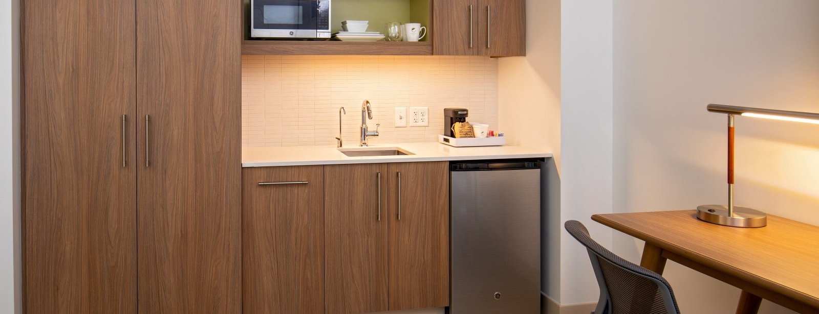 Moline Accommodations - King Guest Room Kitchen
